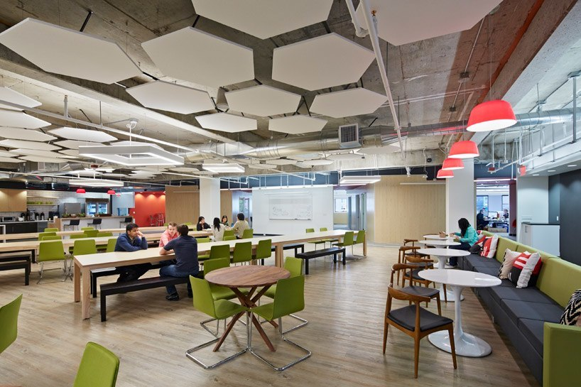 Inside squaretrade s san francisco office officelovin 39 for Modern tech office design