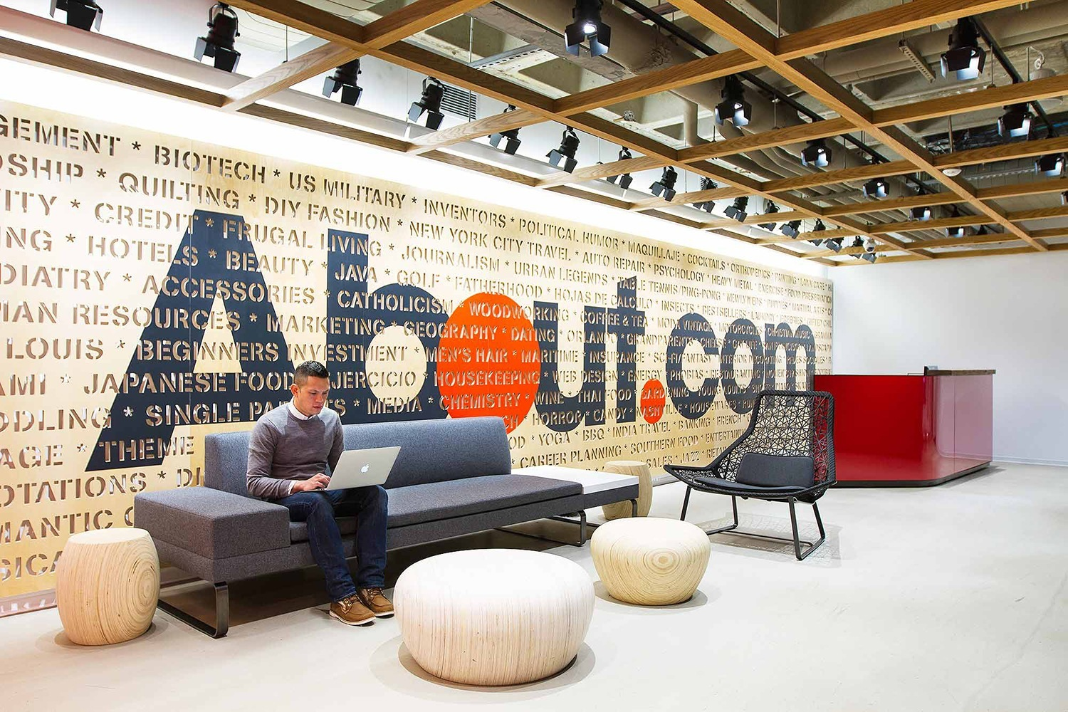 New york city offices officelovin 39 for Office interior design nyc