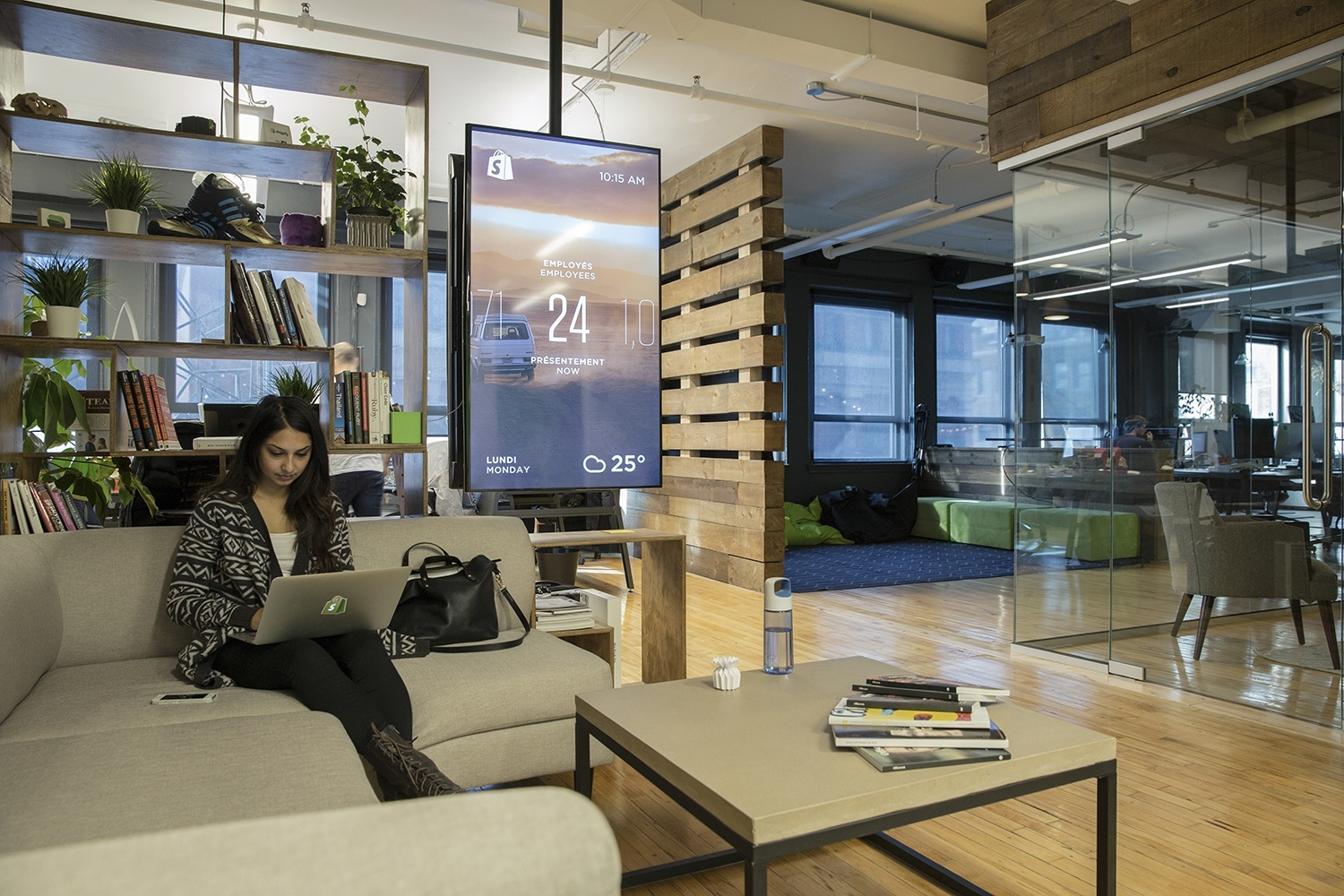 shopify-montreal-office-lobby