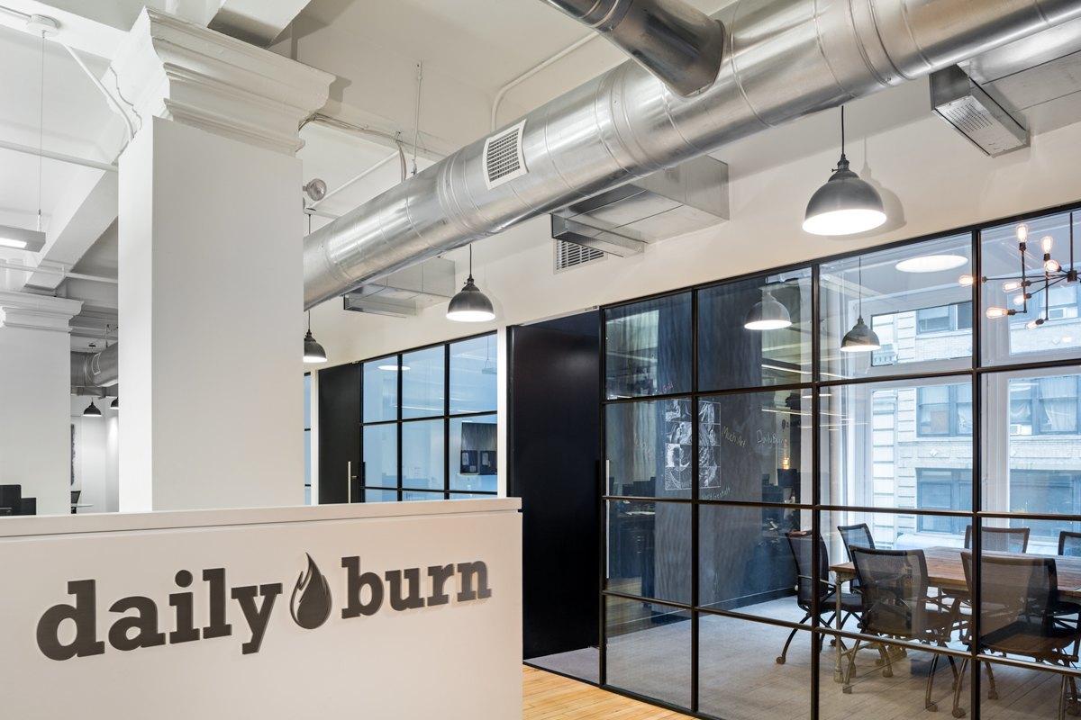 Inside dailyburn s sleek headquarters in nyc officelovin 39 for Office design york