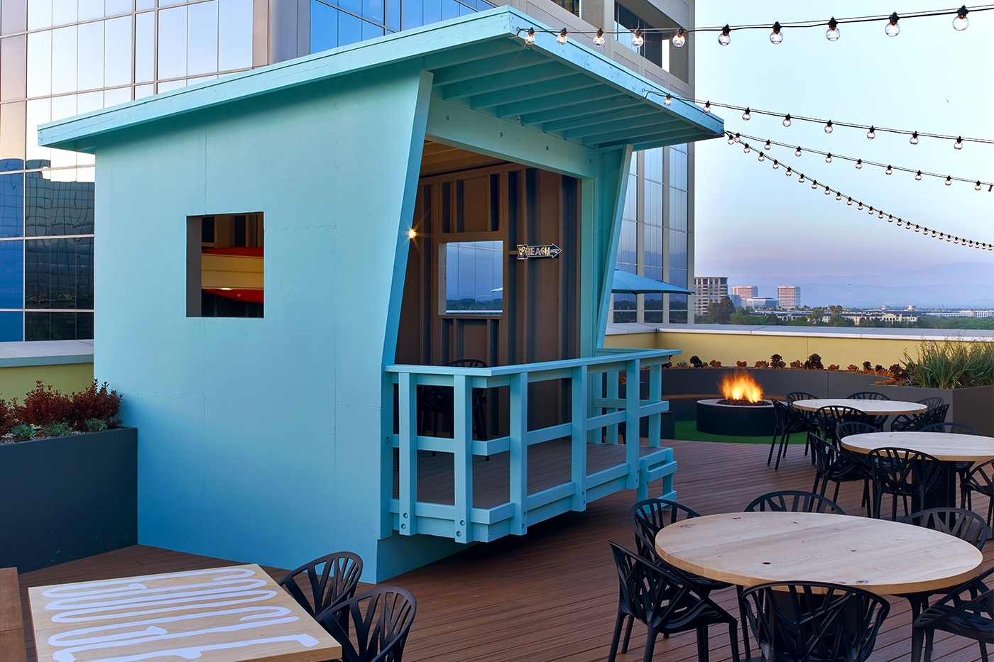 Take a tour of google s chic irvine office officelovin 39 for Google house builder