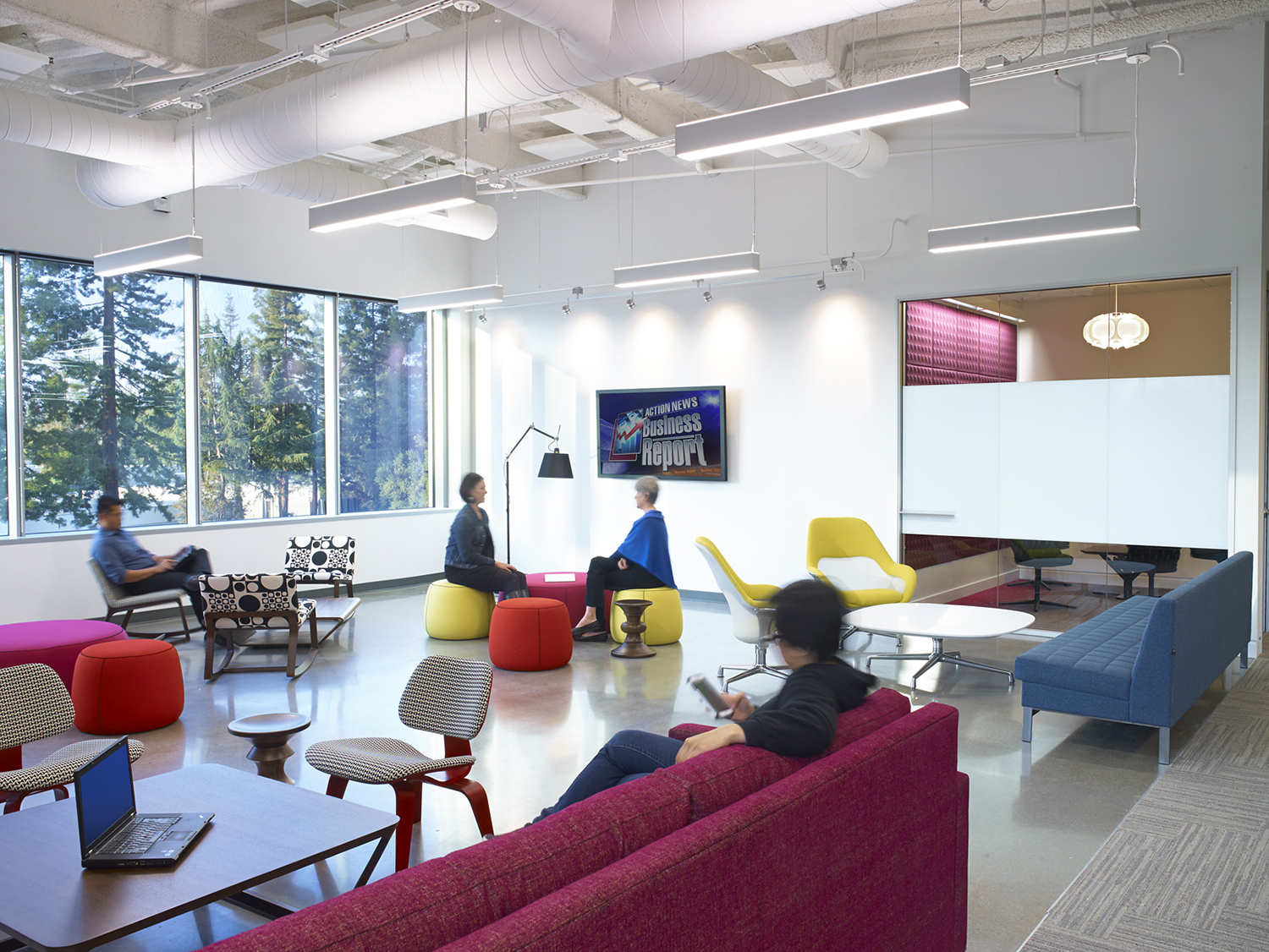 Take a look at linkedin s new sunnyvale office officelovin 39 for Oficinas telefonica madrid
