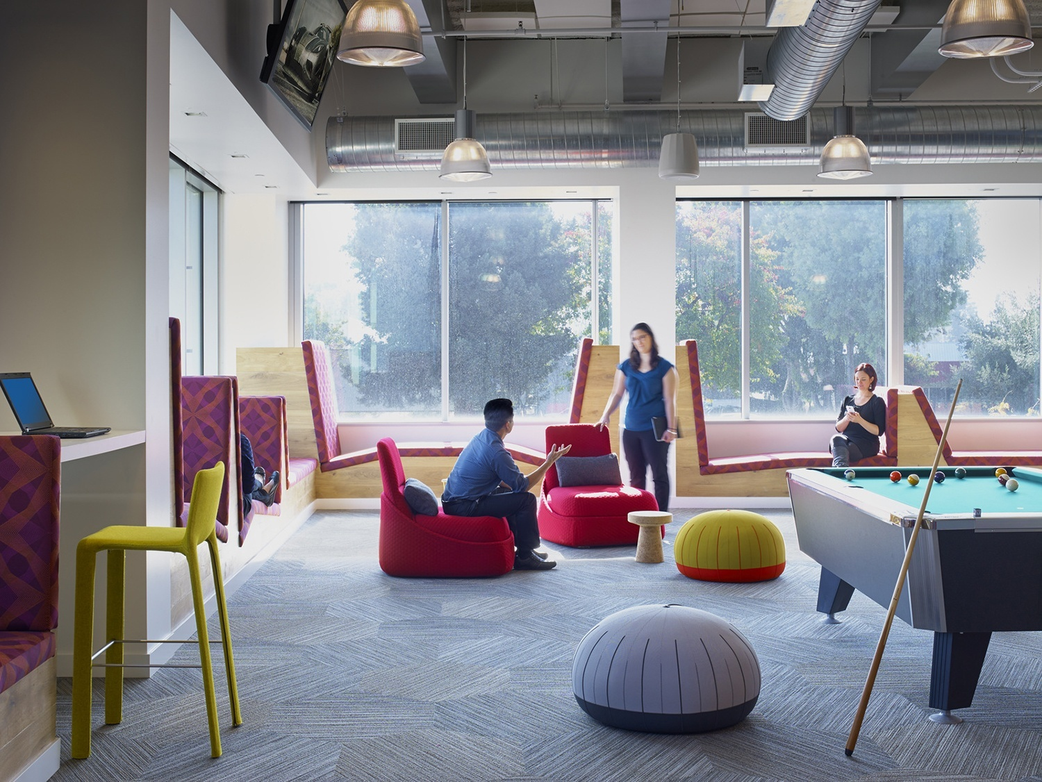 Take a look at linkedin s new sunnyvale office officelovin 39 for Big office design