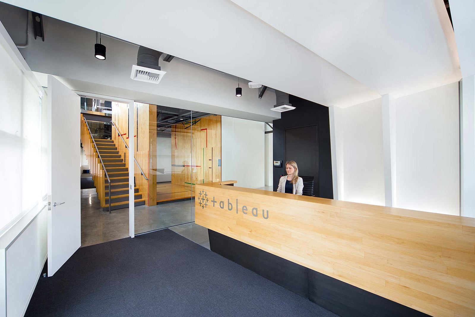 Amazing Office Desks Take A Look At Tableau Software S Modern Seattle Office