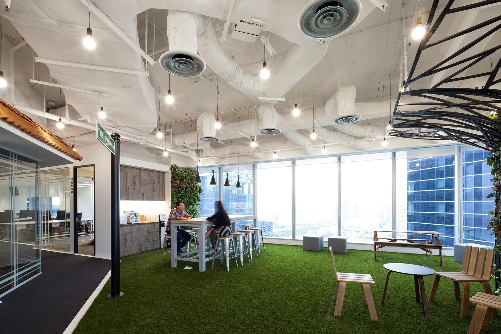 booking-com-singapore-office-10