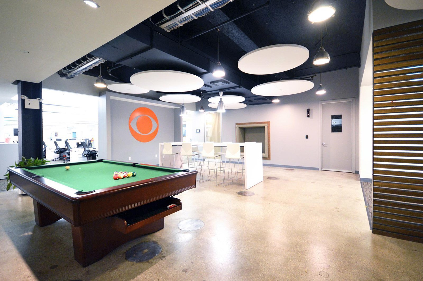 A Look Inside CBS Interactives New York City Office Officelovin - Pool table nyc