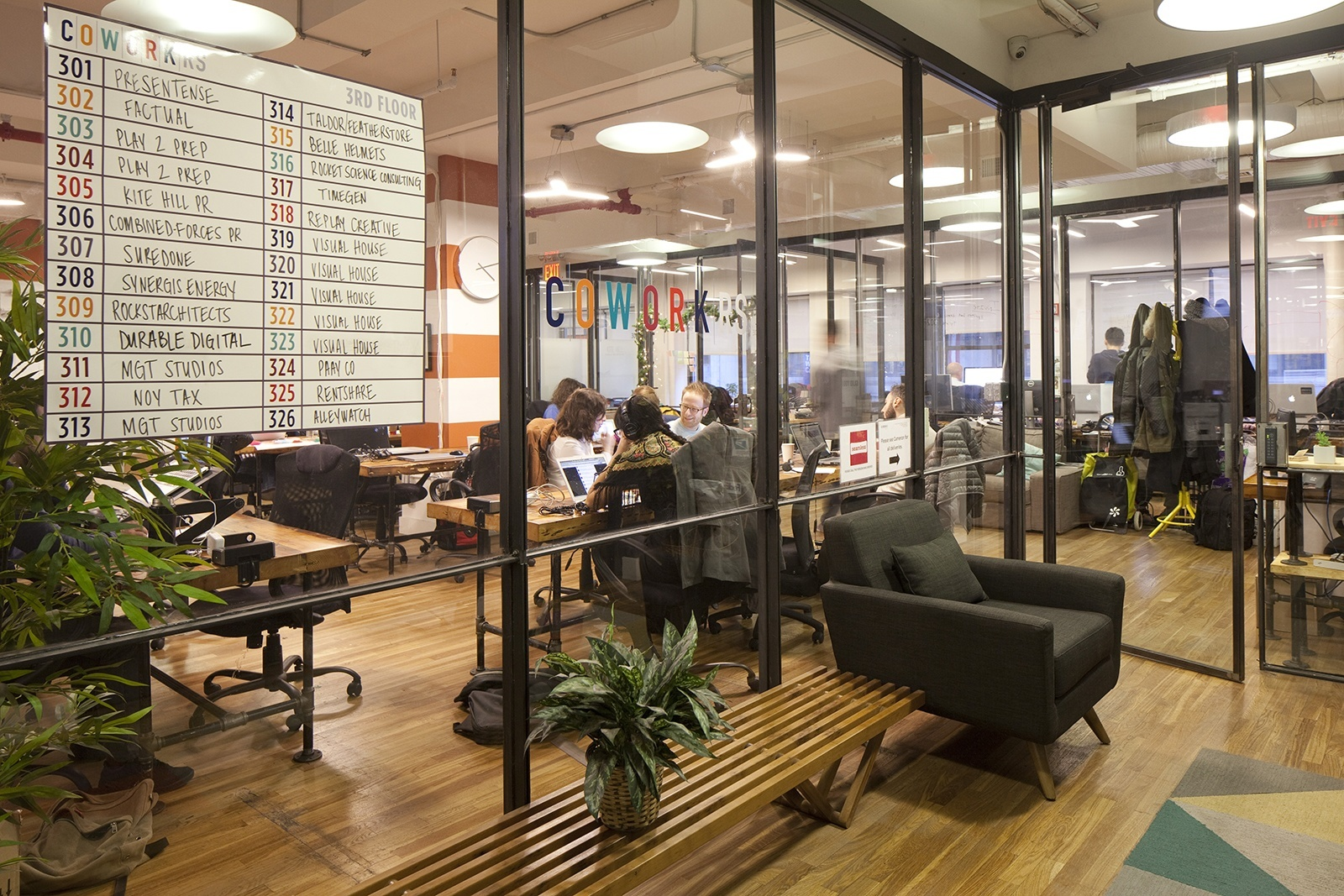 Inside Cowork Rs New York City Coworking Space Officelovin