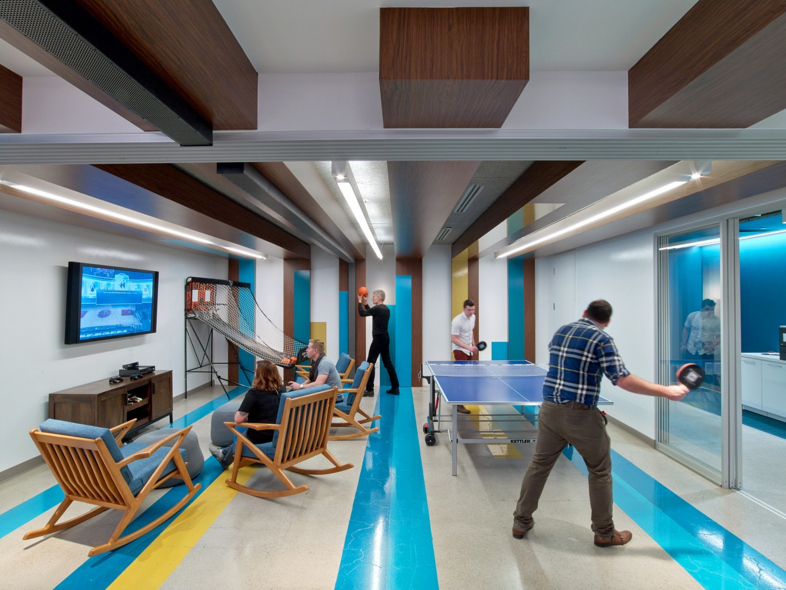 A tour of linkedin s beautiful new toronto office for Cool office rooms