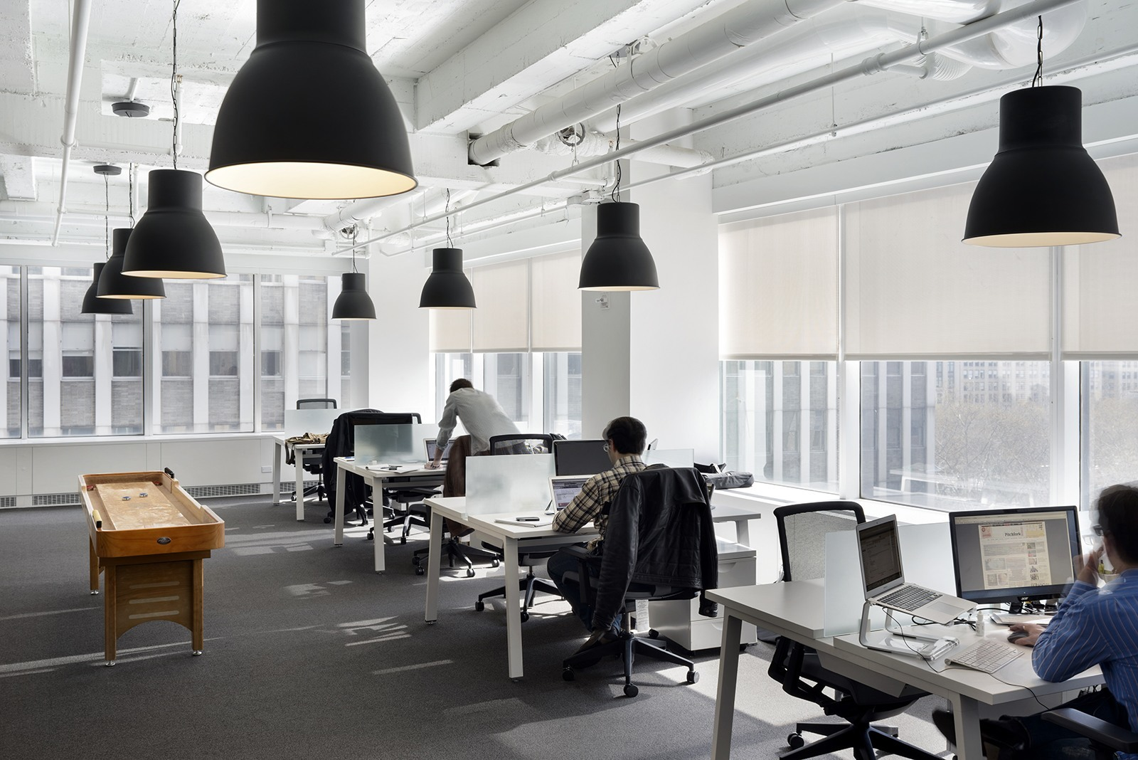 a look inside vox media s elegant new york city office officelovin 39. Black Bedroom Furniture Sets. Home Design Ideas