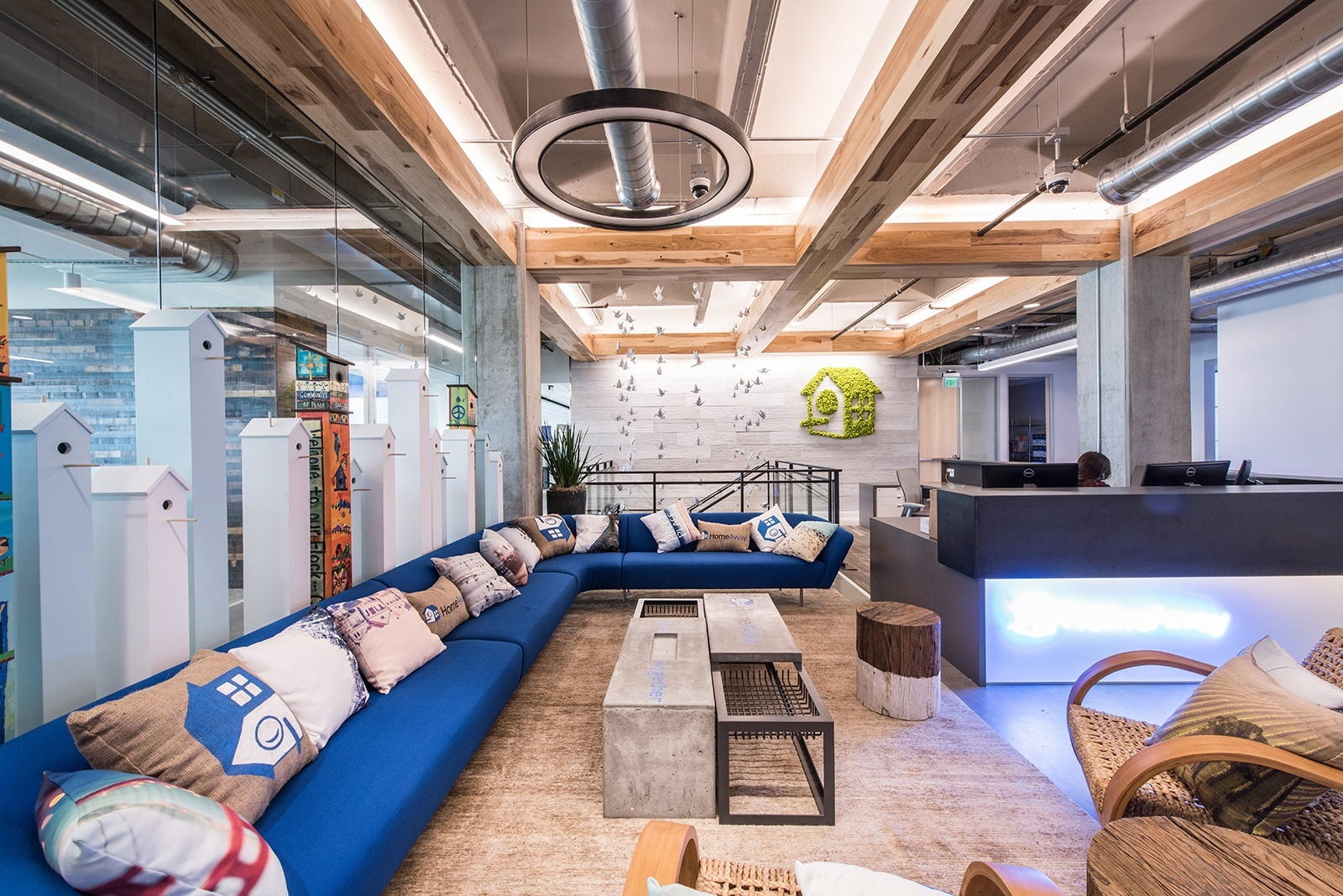 A Tour of HomeAway's Beautiful New Office - Officelovin'