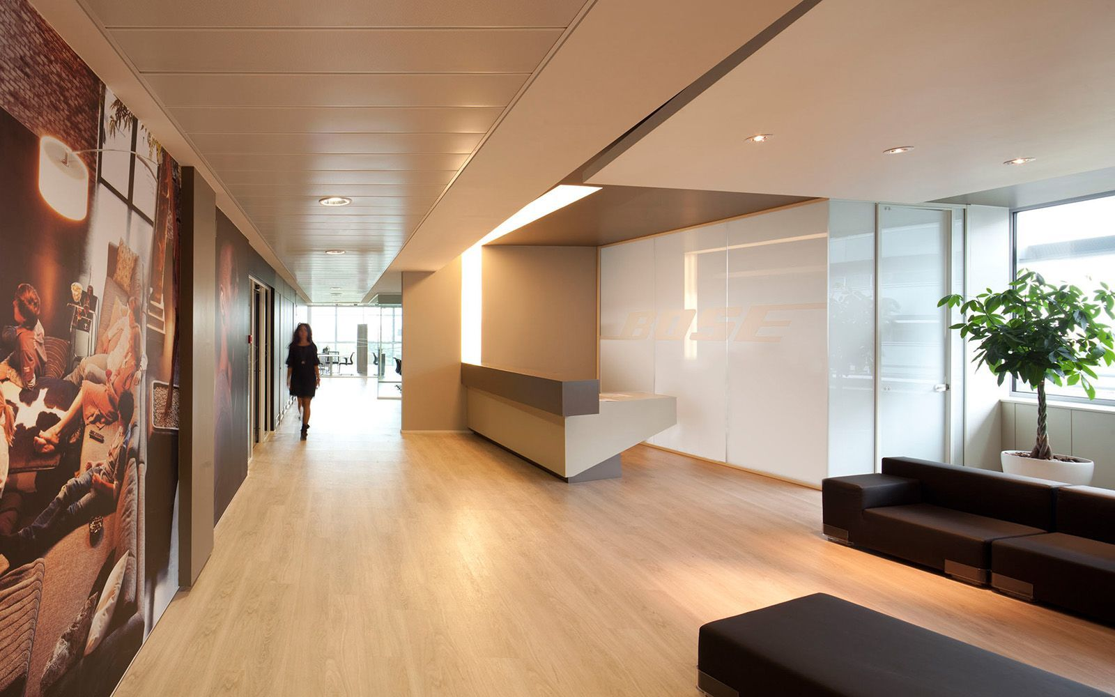 a peek inside bose s elegant office in italy officelovin 39. Black Bedroom Furniture Sets. Home Design Ideas