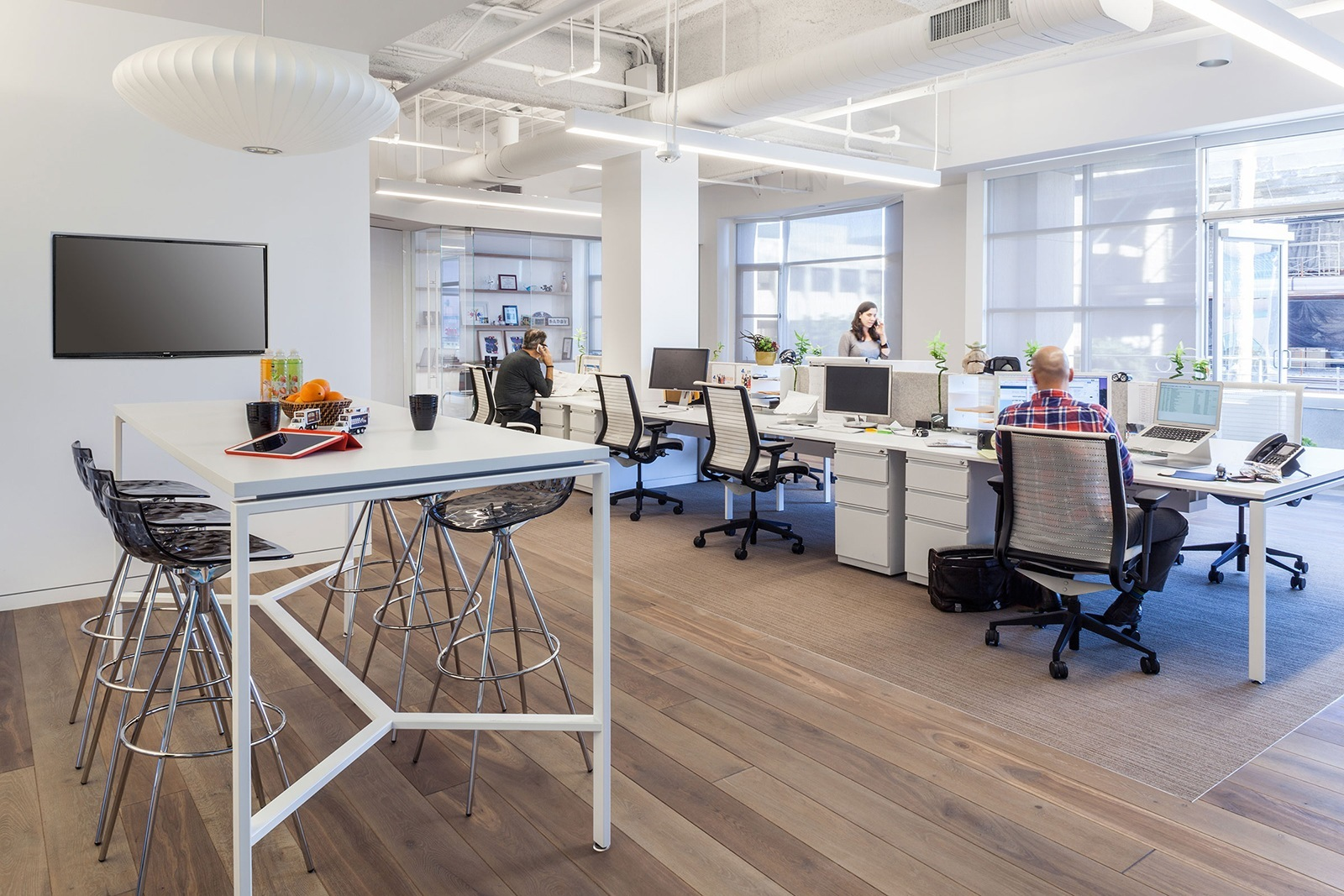 A Look Inside Tsn Advertising S Elegant Santa Monica Office Officelovin 39