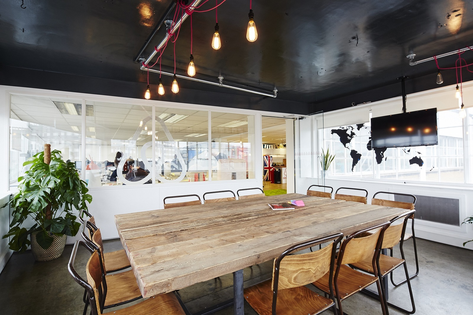 A look inside airbnb s new offices in london officelovin 39 for Bureau travail