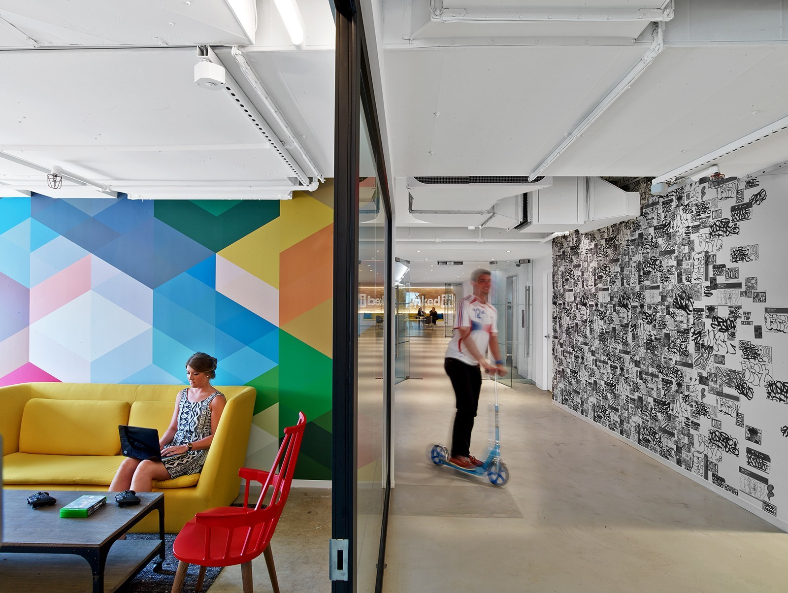 A look inside linkedin s new nyc office officelovin 39 for Cool furniture stores nyc