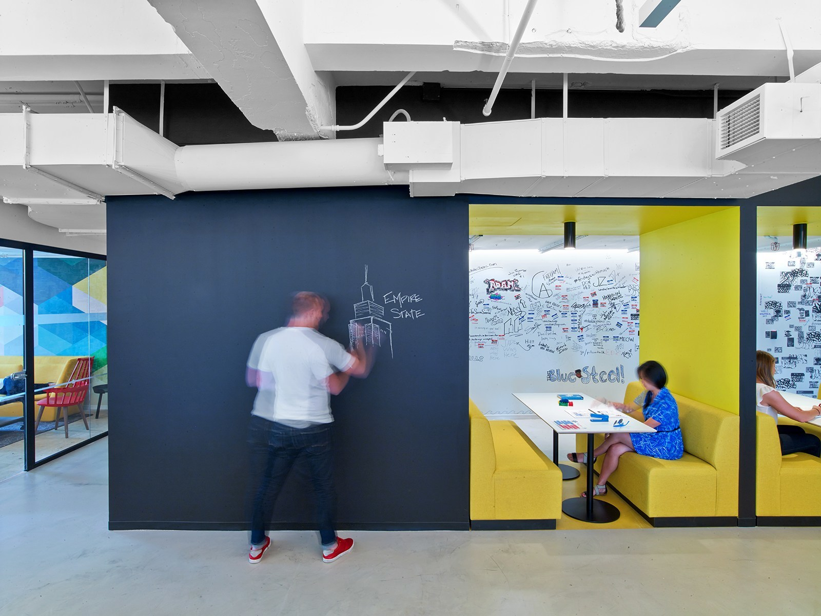 A look inside linkedin s new nyc office officelovin 39 for Office new design