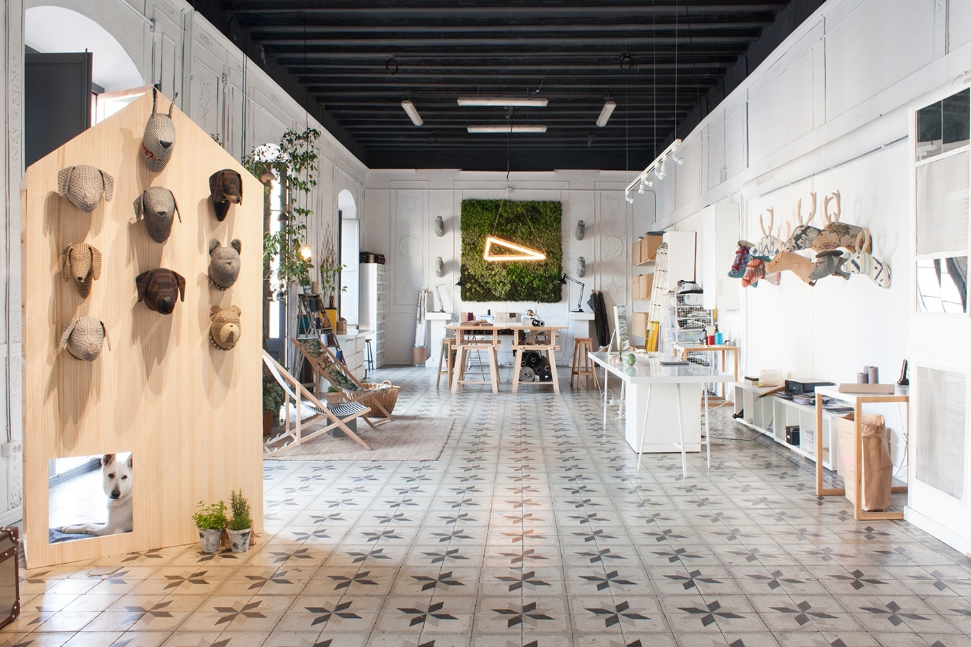 A peek inside softheads trendy office in barcelona for Trendy office design