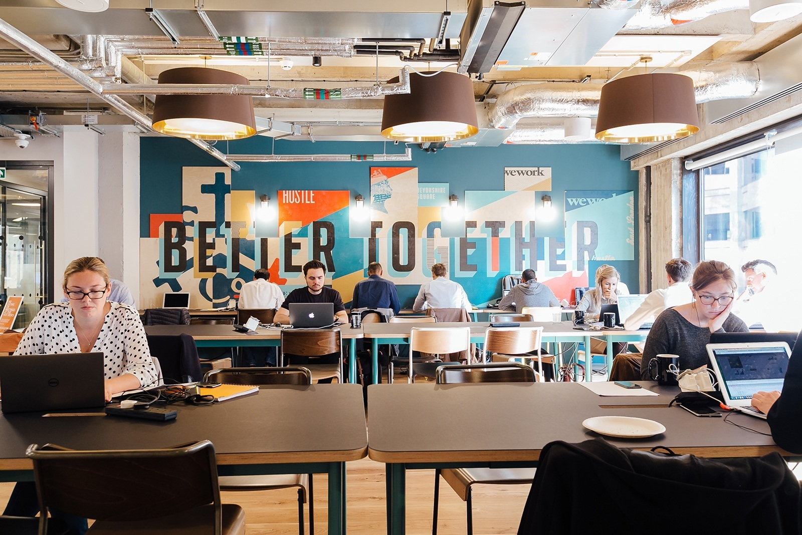 Inside wework s trendy coworking space in devonshire for Oficinas barclays barcelona