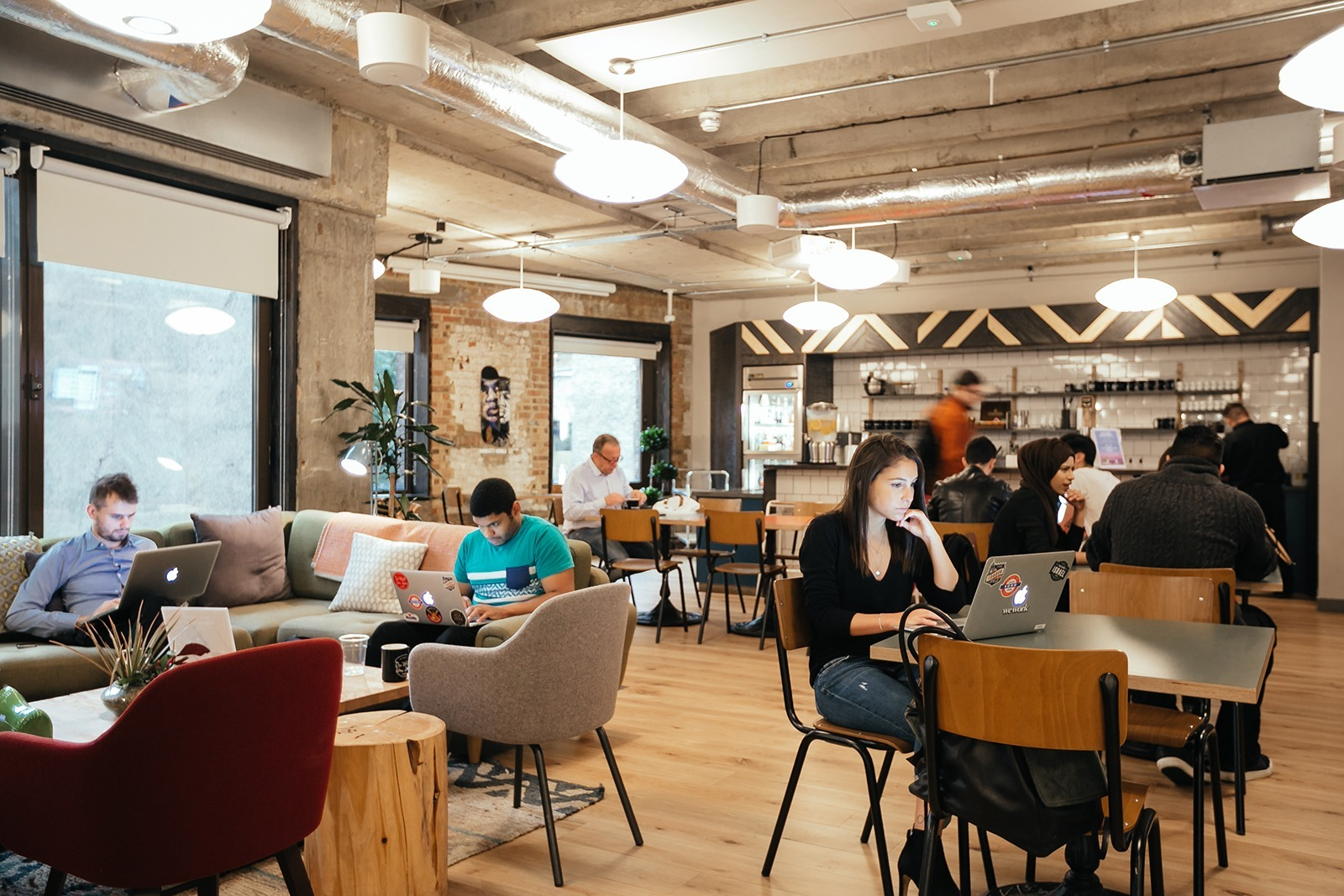 Inside wework s trendy coworking space in devonshire for Bar coworking milano