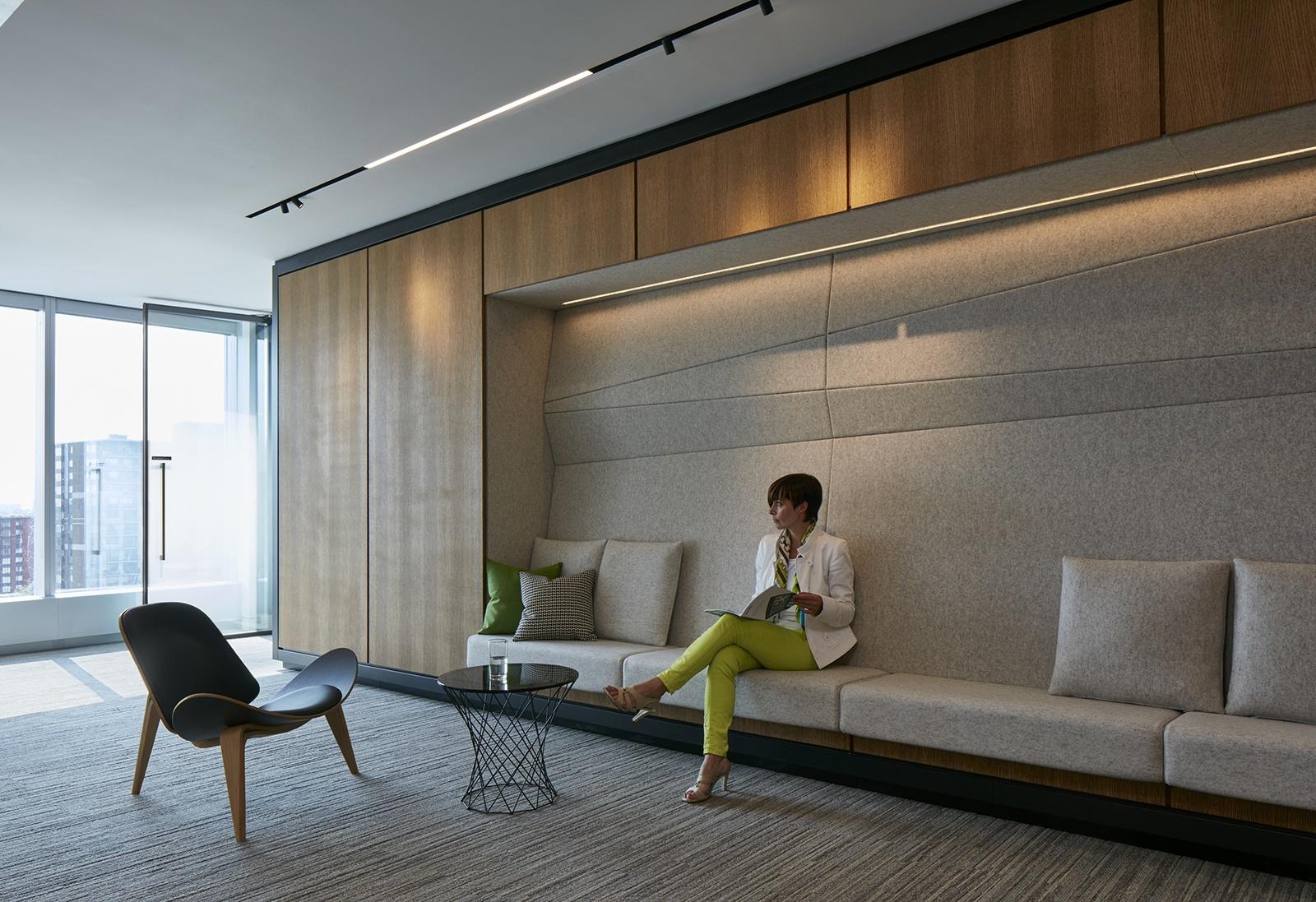Inside deloitte s new elegant montreal office officelovin 39 for Hotel design quebec