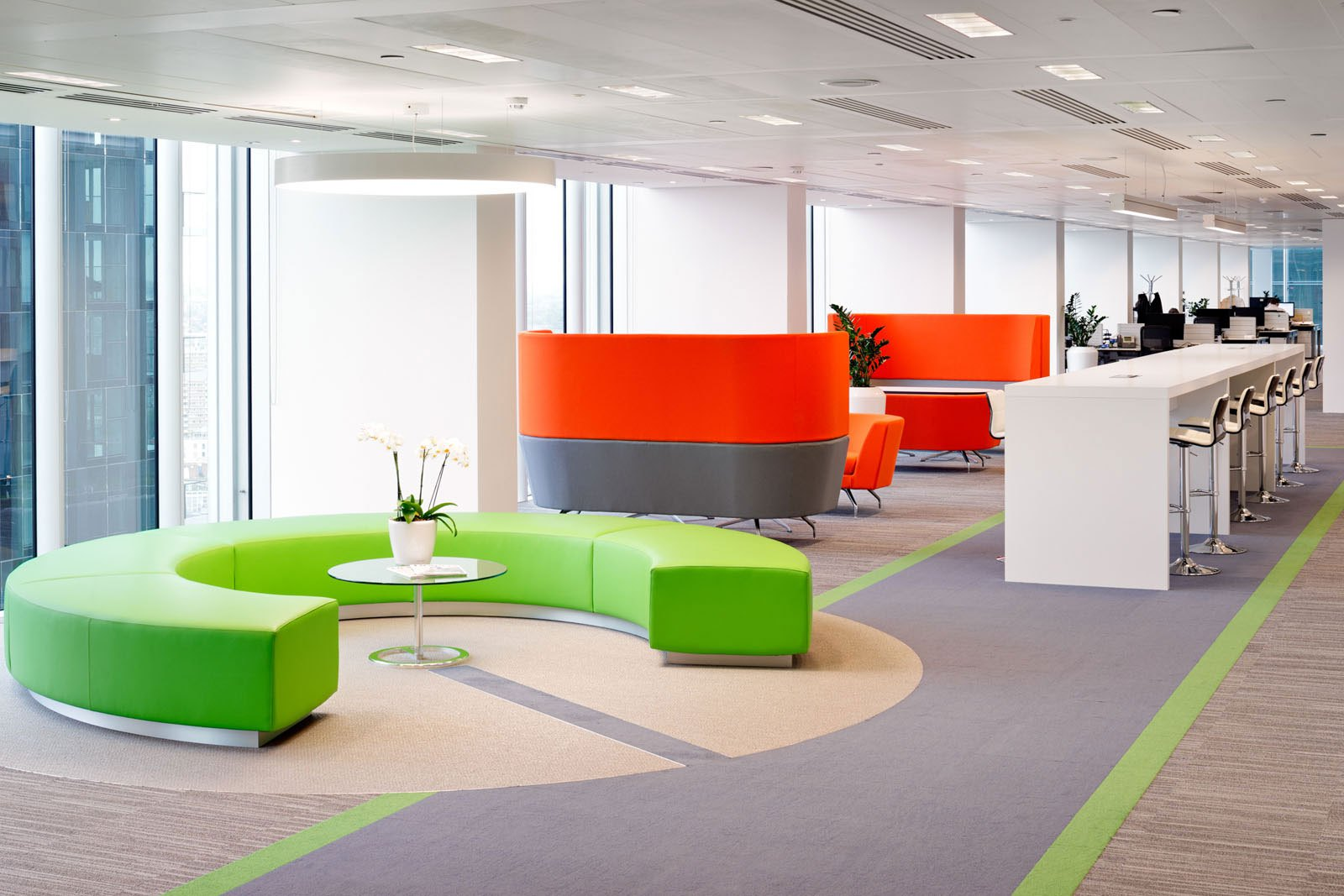 A tour of demandware s modern london office officelovin 39 for Modern office area