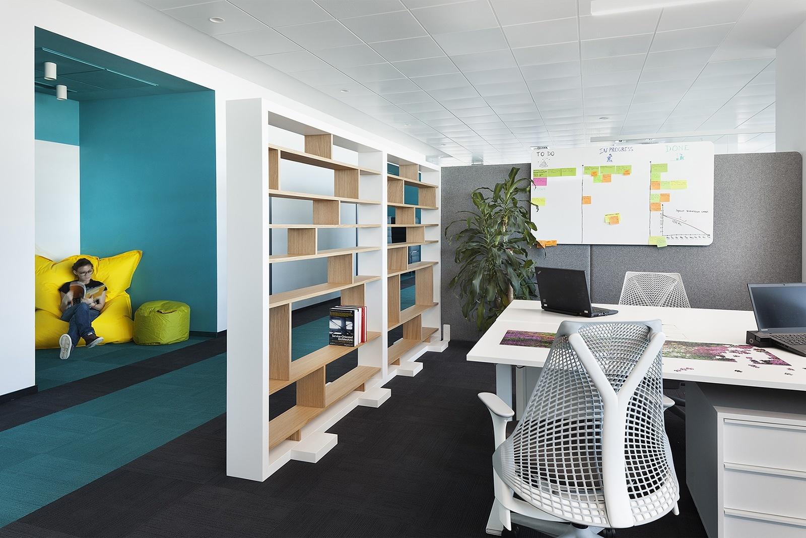 Paysafe-office-developers-cache atelier-Sofia-Bulgaria-13-team unit  niche