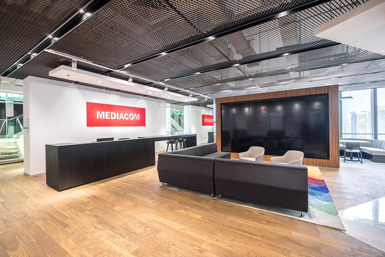 A peek inside mediacom s super cool shanghai campus for Decoracion de oficinas modernas