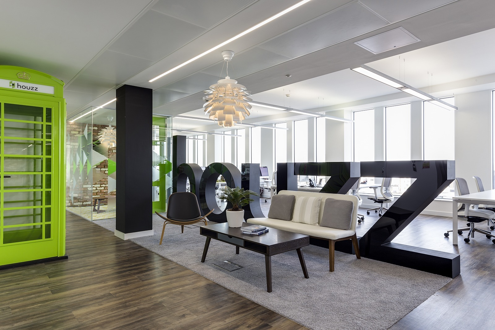 a tour of houzz s new european headquarters officelovin 39. Black Bedroom Furniture Sets. Home Design Ideas
