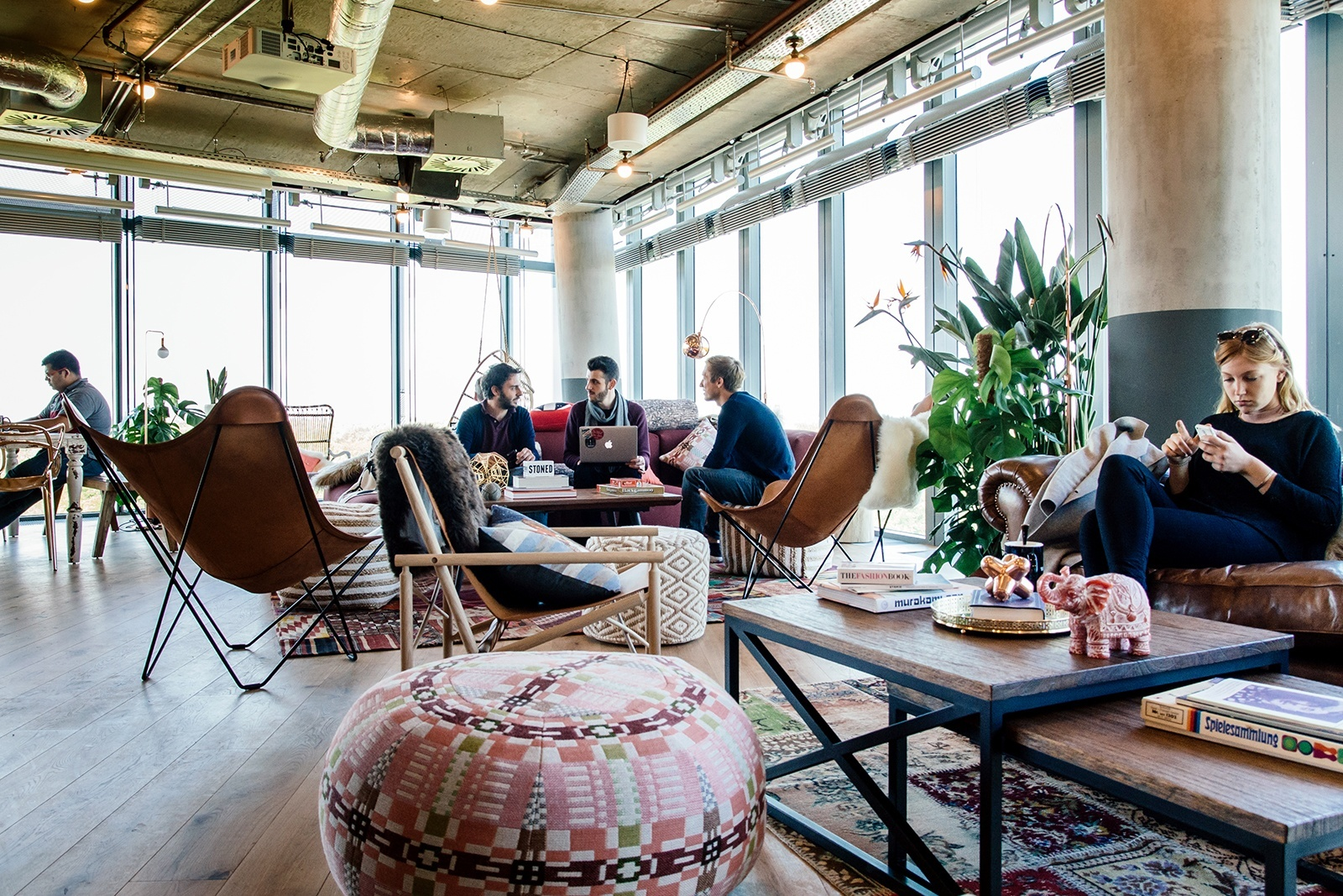 a tour of wework s new coworking space in berlin officelovin 39. Black Bedroom Furniture Sets. Home Design Ideas