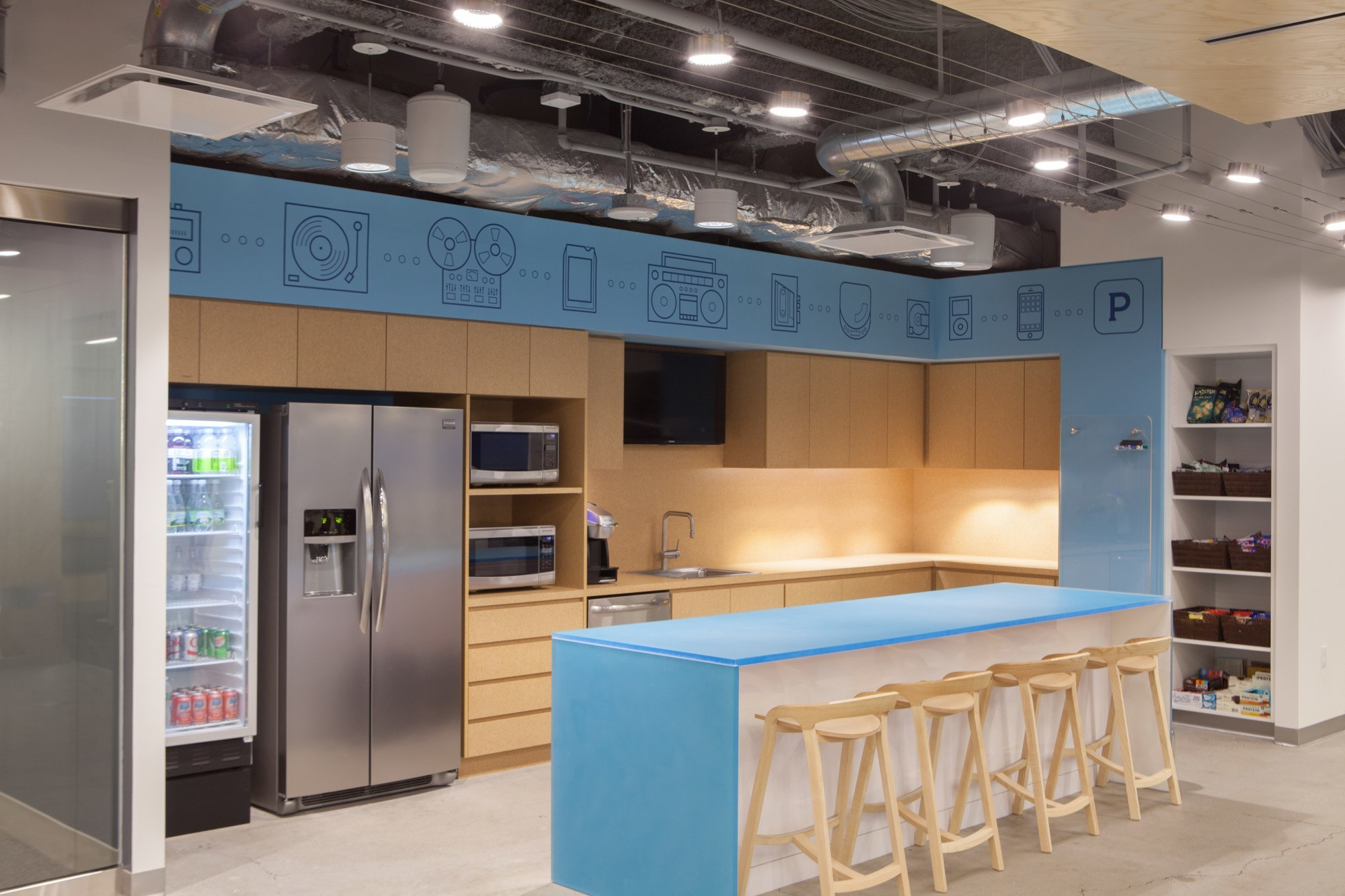 A Look Inside Pandora S Sleek Boston Office Officelovin