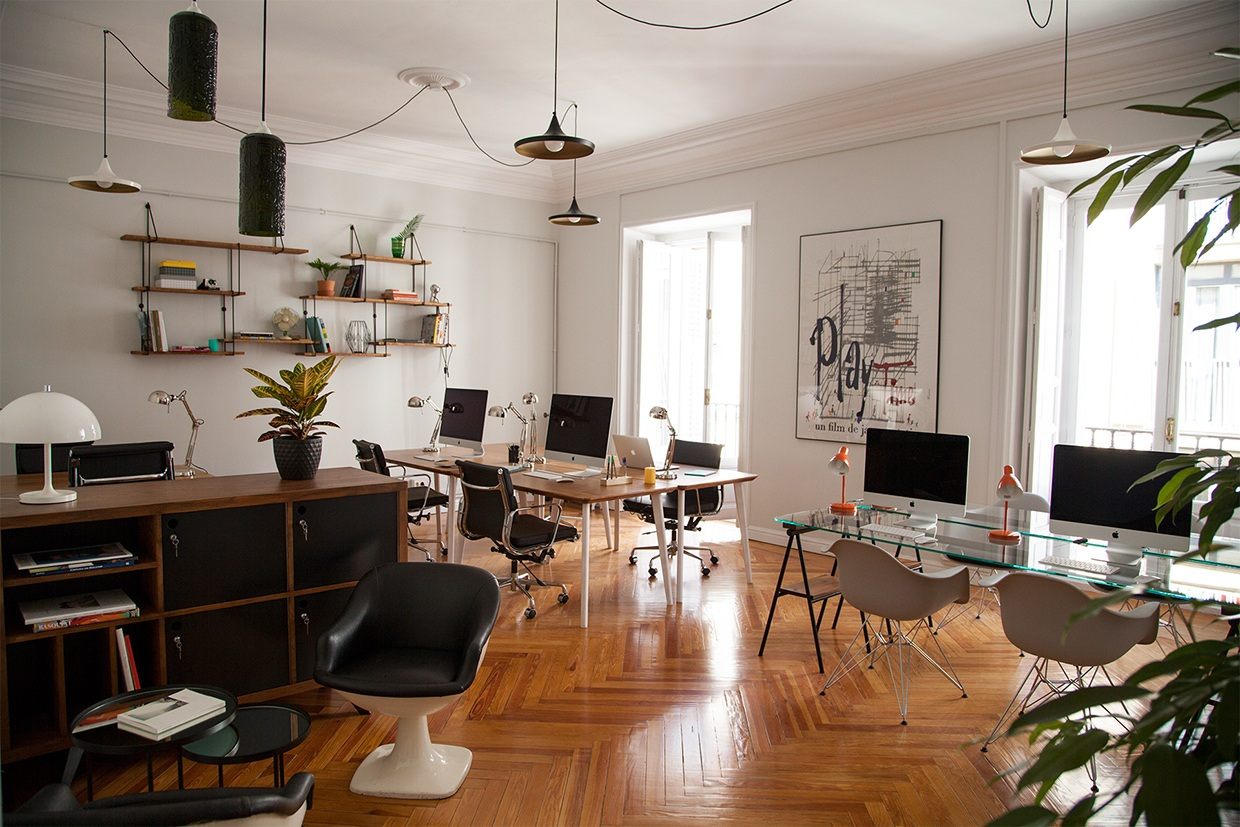 A look inside ultramarina s madrid coworking space for Terrazas modernas minimalistas
