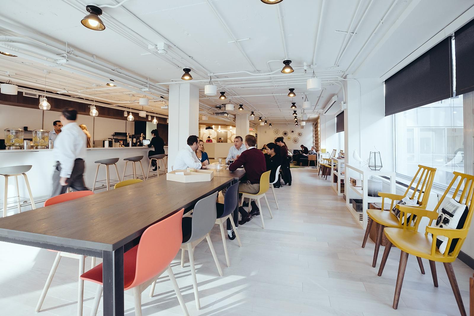 a tour of wework dupont circle officelovin 39. Black Bedroom Furniture Sets. Home Design Ideas