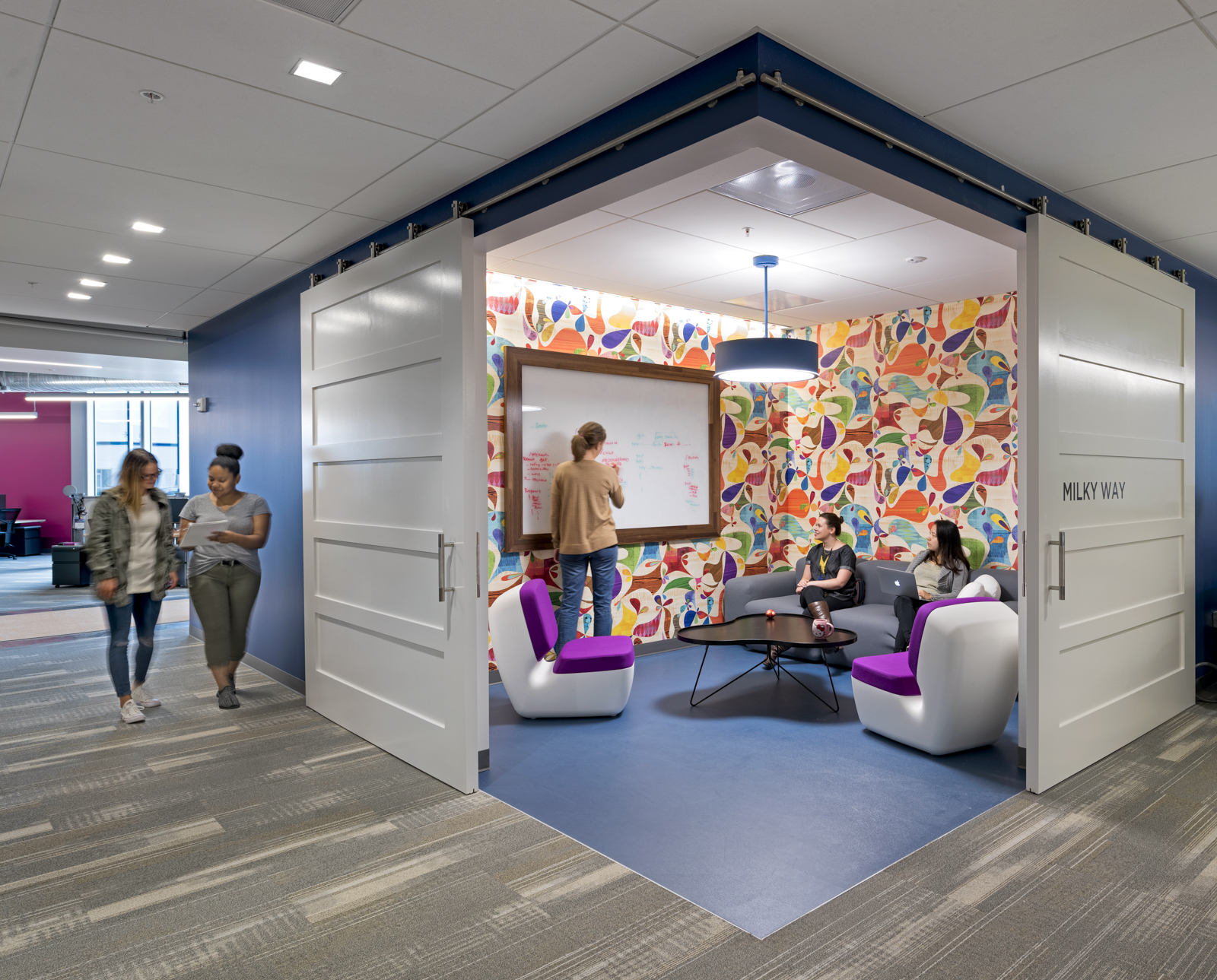 Inside splunk s super cool san francisco headquarters for Small company office design