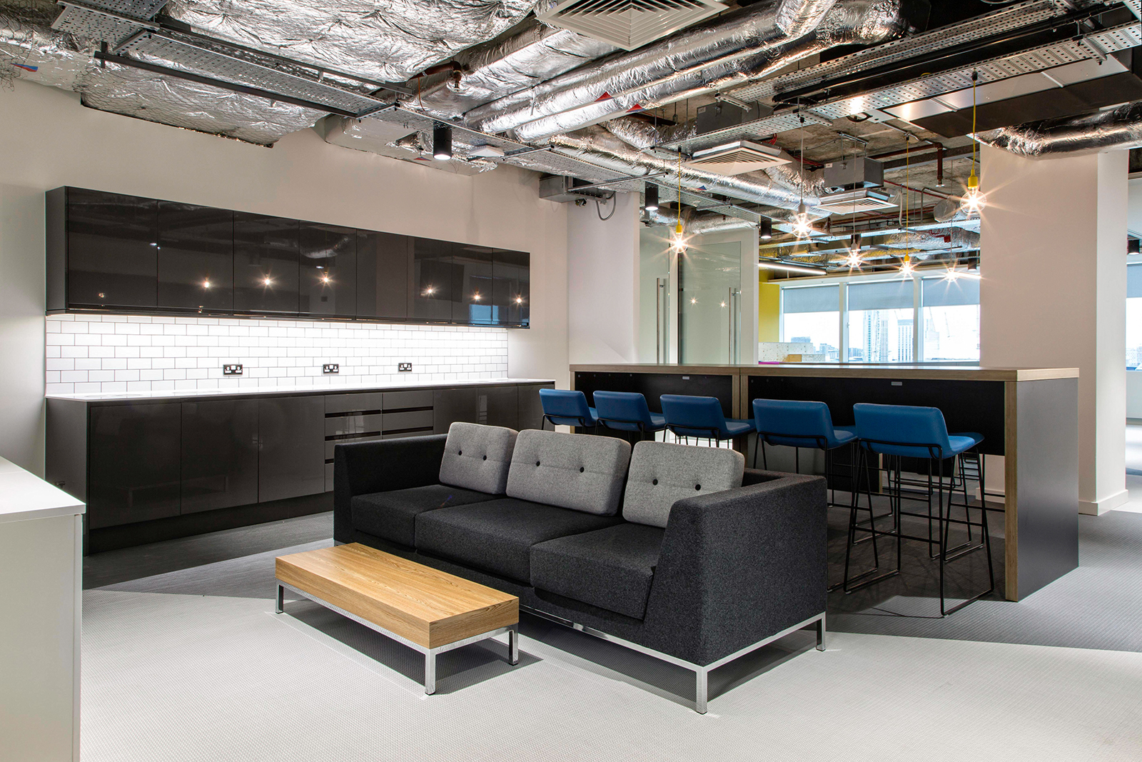 inside career builder s new sleek london office officelovin kitchen