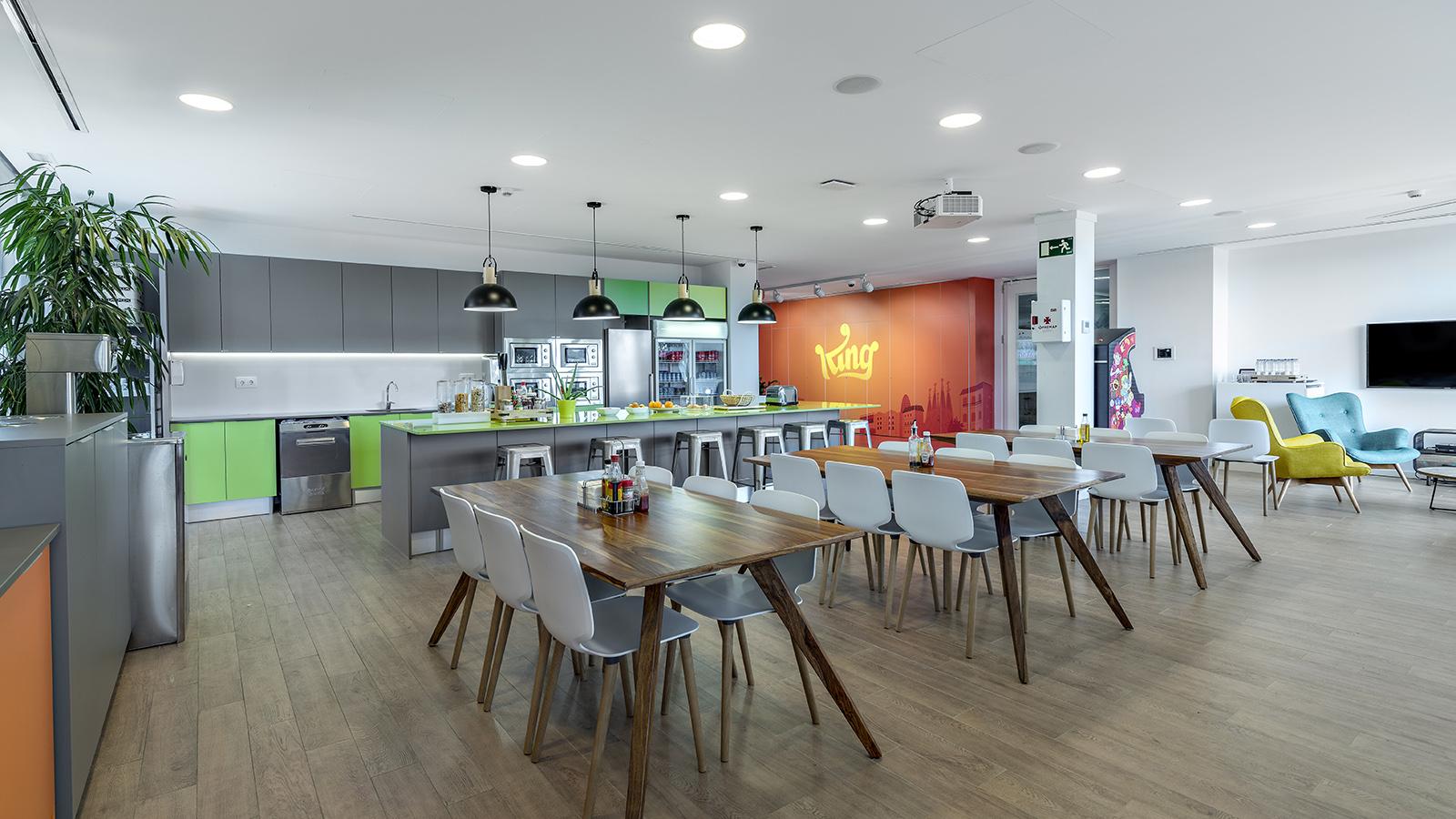 A Look Inside King S Playful Barcelona Office Officelovin