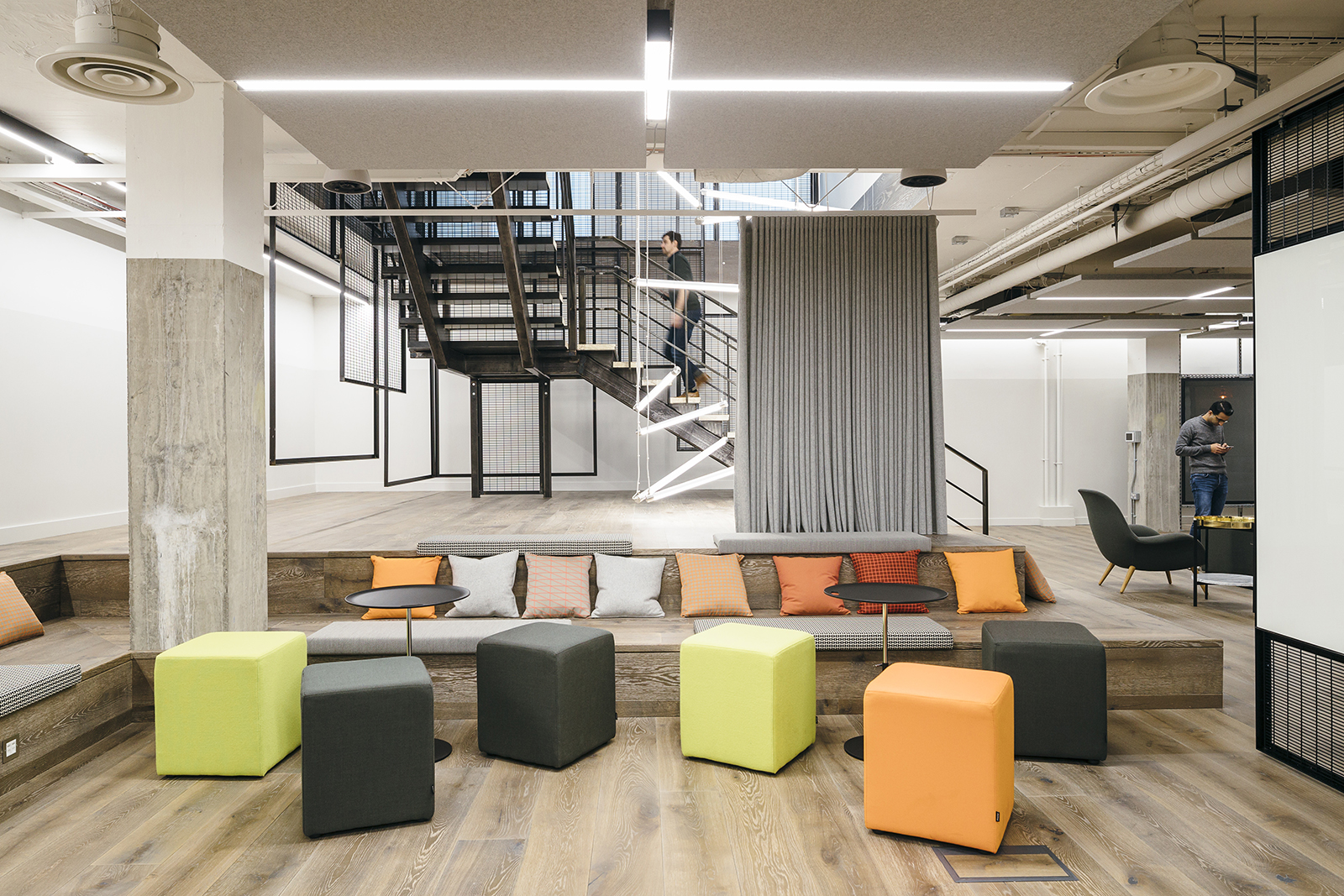 Inside Sapientrazorfish S New London Office Officelovin