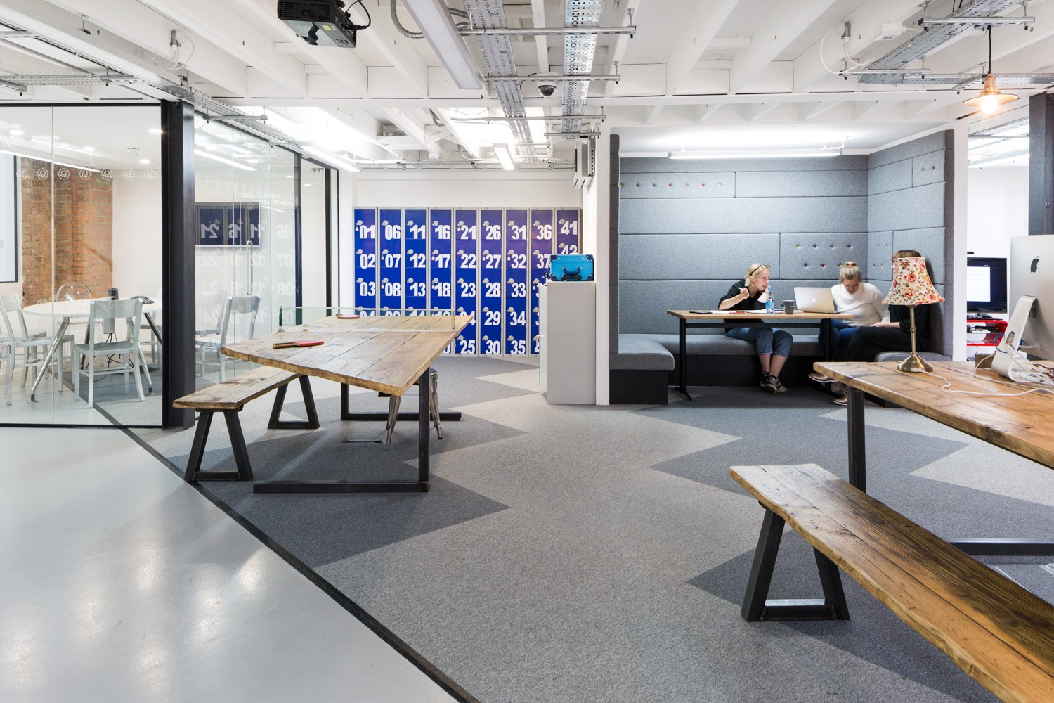 A look inside pink squid s london office officelovin 39 for Interior design agency london