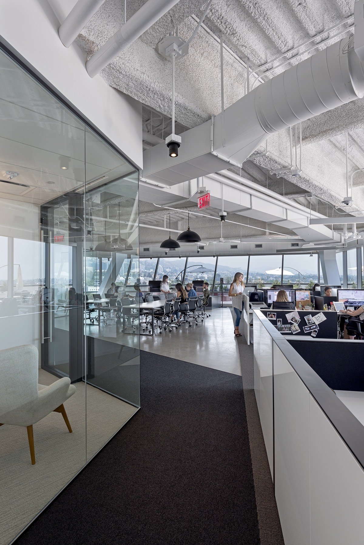 A Tour Of Clique Media Group S Sleek Los Angeles Office