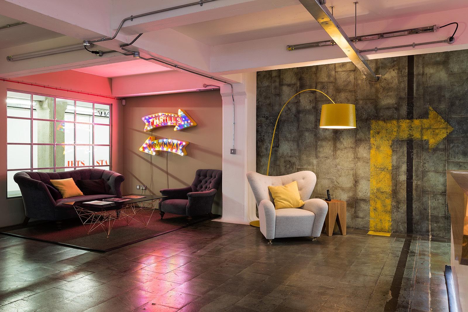 Inside feed communications cool london office officelovin 39 for Design agency london