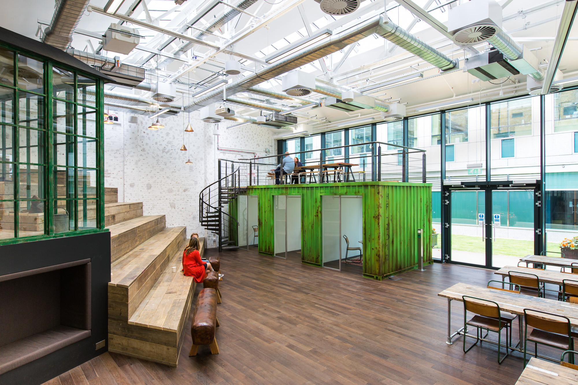 a look inside hellofresh s cool new london headquarters officelovin 39. Black Bedroom Furniture Sets. Home Design Ideas