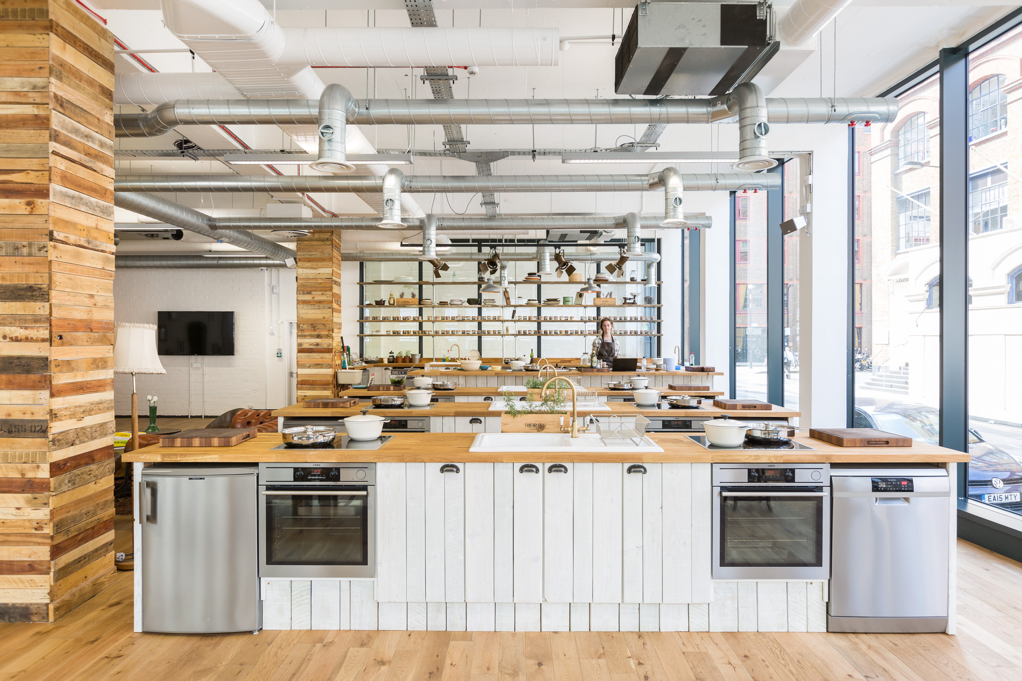 Demonstration Kitchen a look inside hellofresh's cool new london headquarters - officelovin'