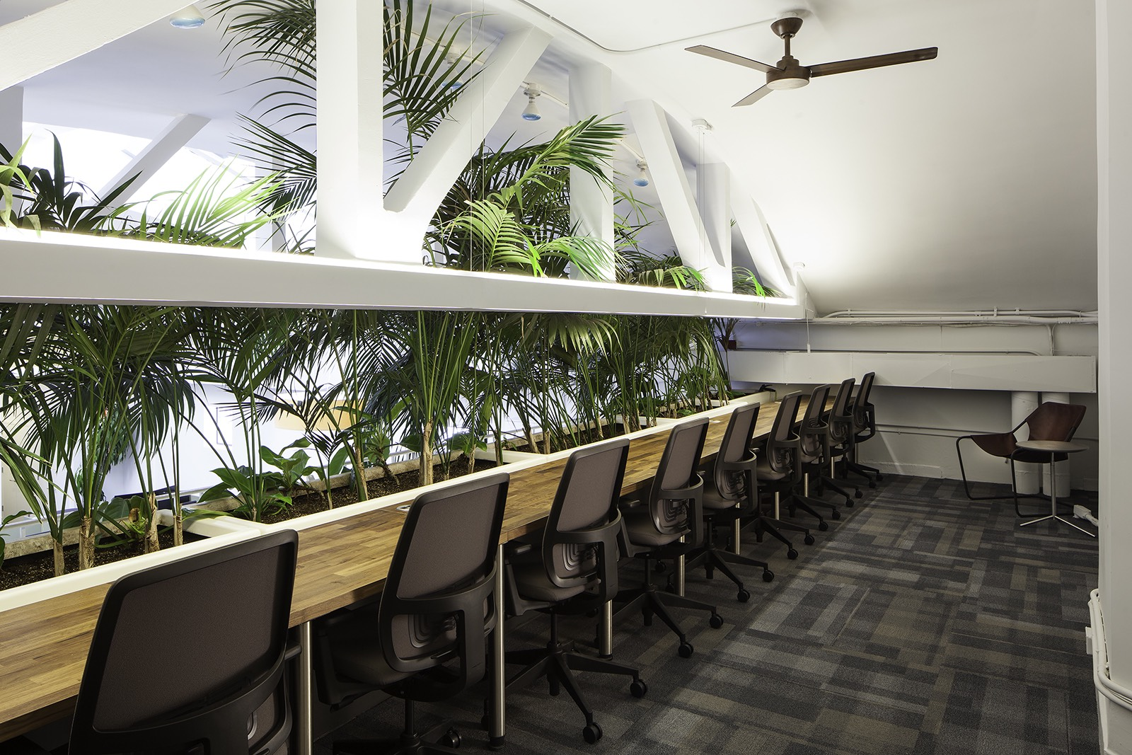 Inside the commons minimalist nyc coworking space officelovin 39 - Small work spaces minimalist ...