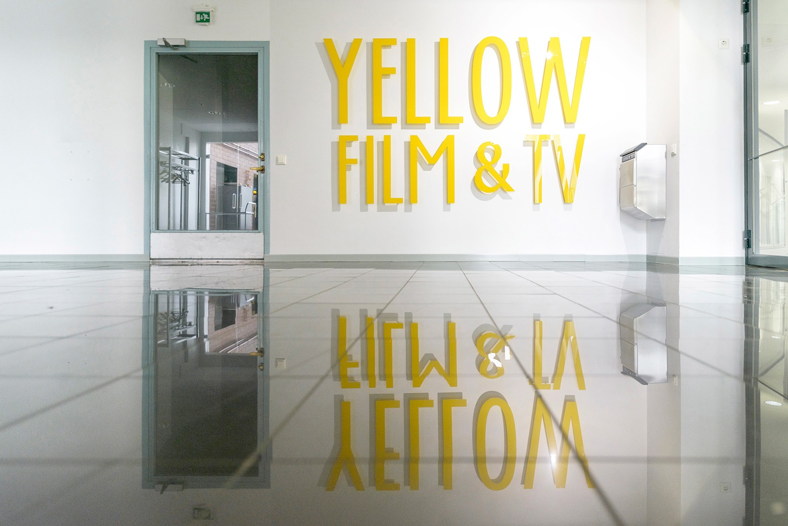 yellow-film-tv-2