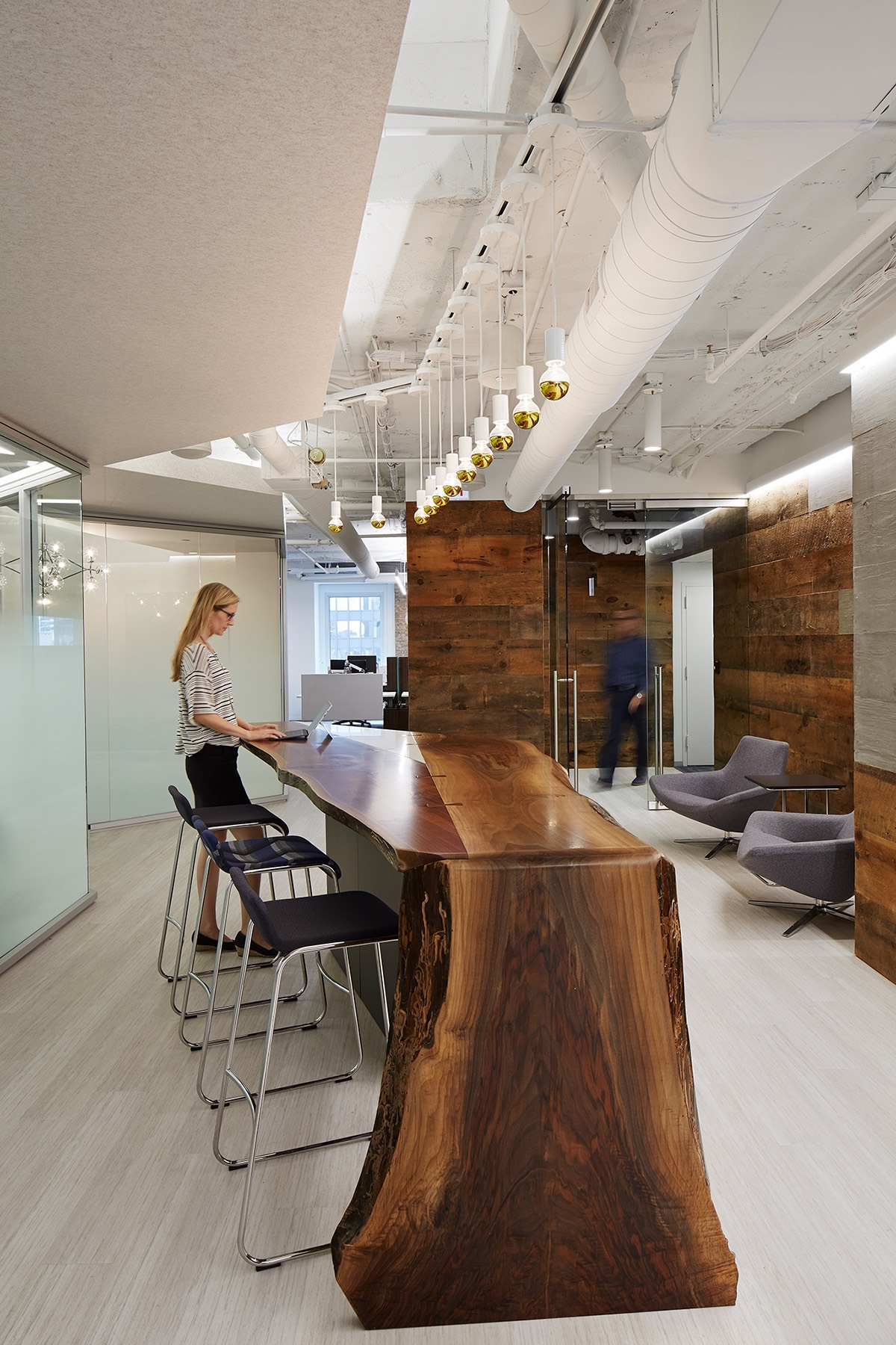 A Tour Of Office Revolutions Elegant Chicago Office