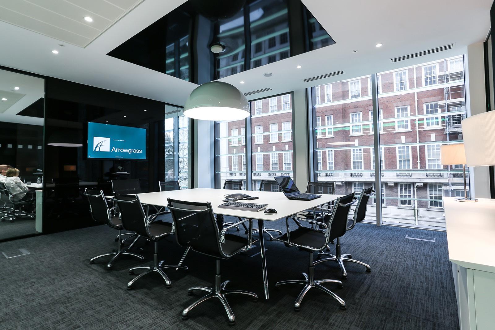 A Look Inside Arrowgrass\' Modern London Office - Officelovin\'