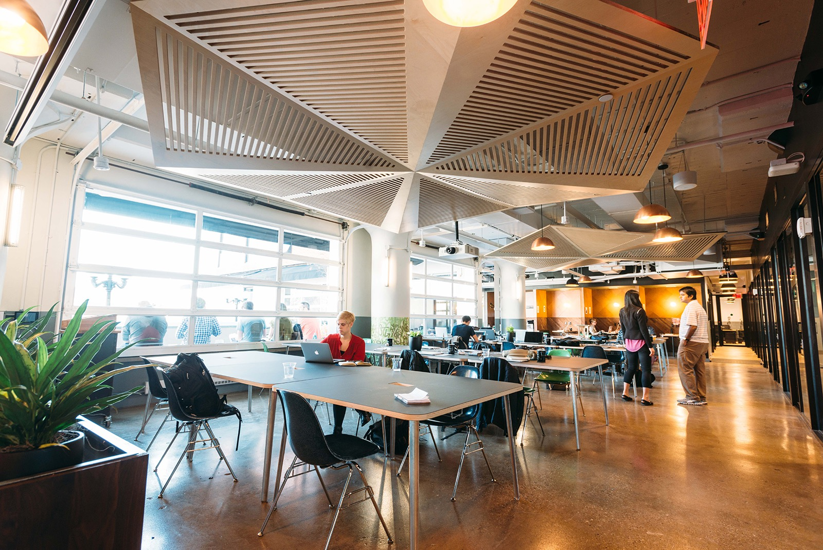A Tour Of Wework S Cool Queens Coworking Campus Officelovin