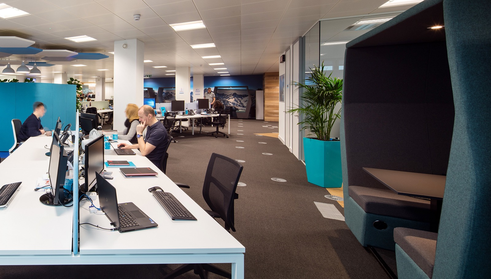snow-software-office-england-4