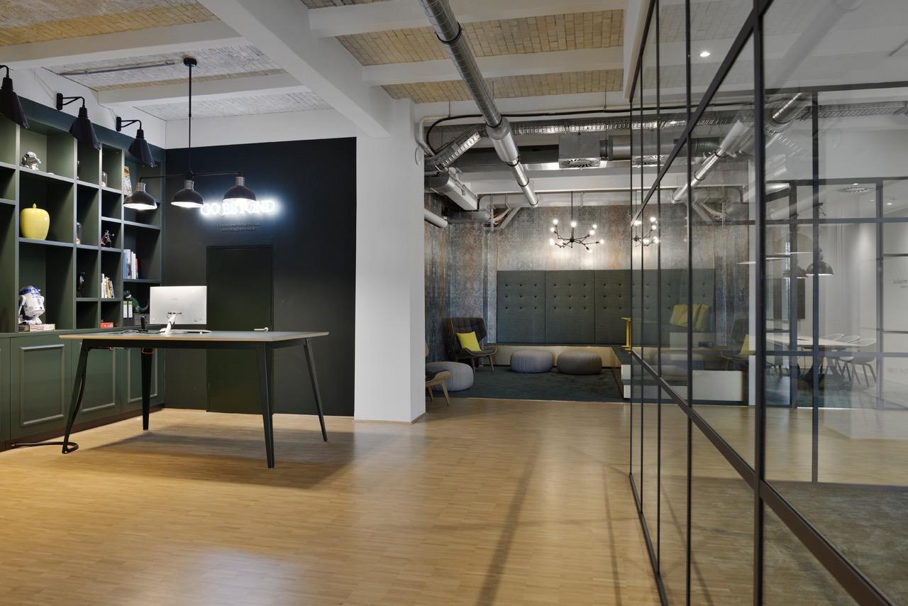 c-management-office-2