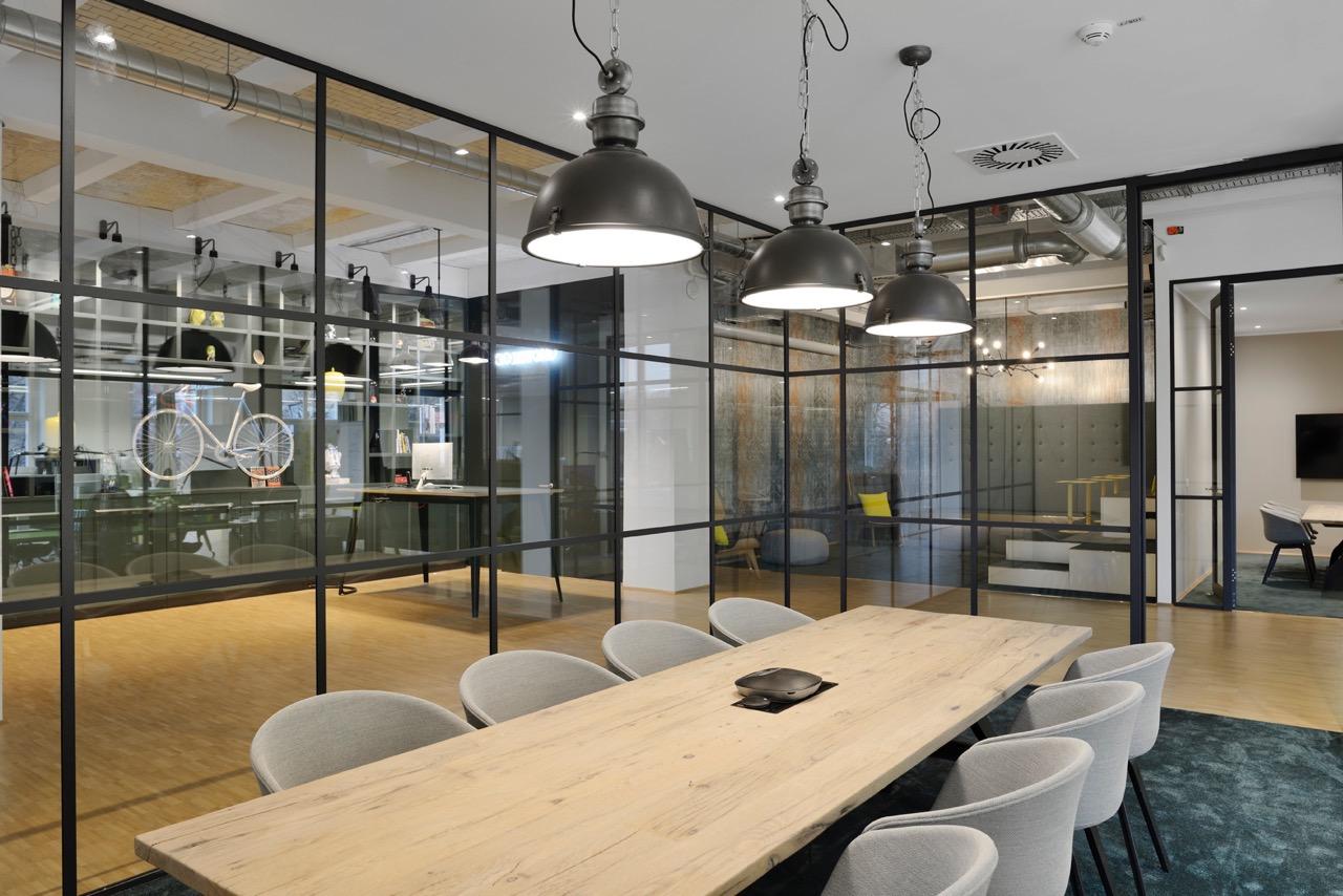 c-management-office-3