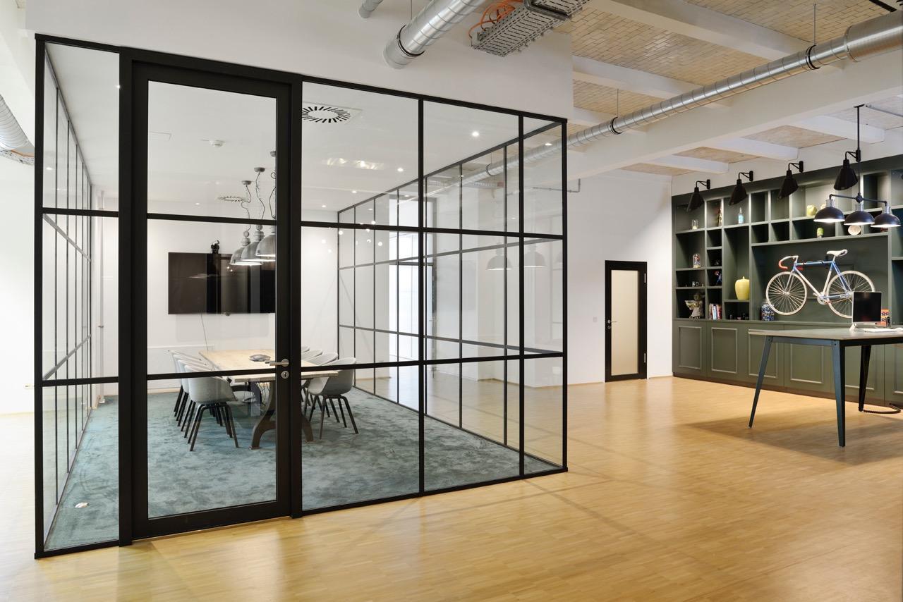 c-management-office-8