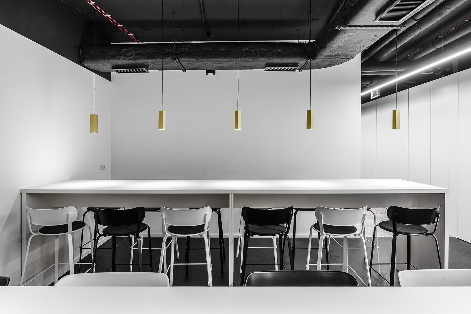 xl-catlin-office-12